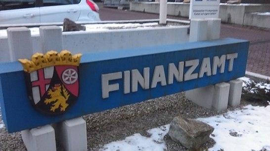 640px-Finanzamt_Idar-Oberstein_Schild